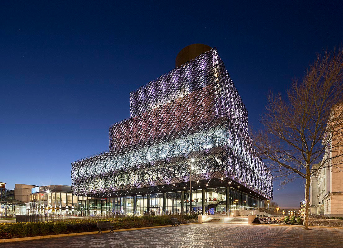 Birmingham Library nocturnal night image with lighting