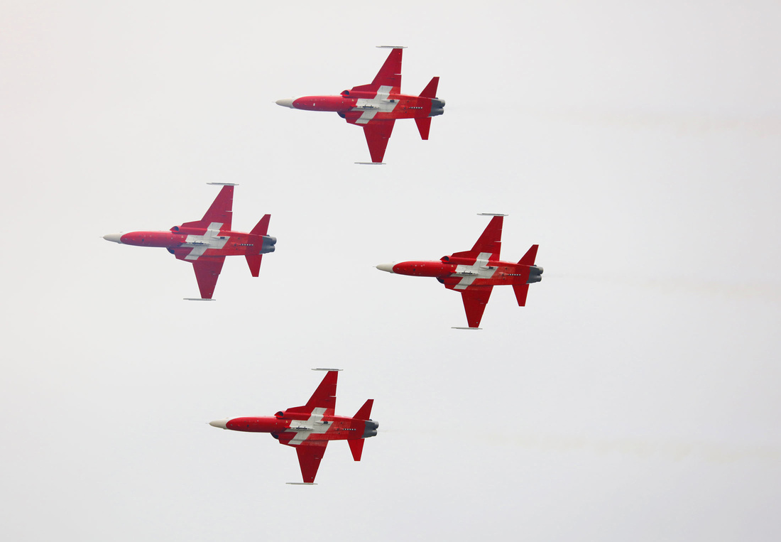 Patrouille Suisse F-5 aerobatics formation flying
